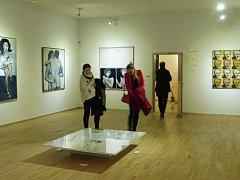 V galerii Mariánská uvidíte výstavy Písek do hodin a Sexies!