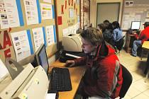 V lednu nabízel českobudějovický úřad práce celkem  945 volných pracovních míst, což je o 345 míst méně než v předchozím měsíci. Zaměstnavatelé mají největší zájem o zedníky, prodavačky a řidiče.