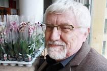 Bohumilu Vondrušovi učarovaly krásné cizokrajné květiny v dětství, když si přečetl knihu Františka Flose Lovci orchidejí. Od té doby ho záliba neopustila.