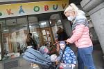 Prodejna dětské obuvi v českobudějovické Krajinské ulici a papírnictví Plojhar v ulici Široká mohly opět otevřít.