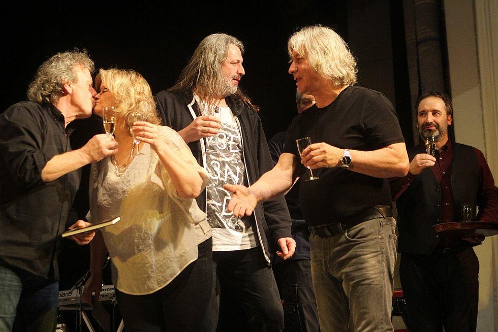Pavel Žalman Lohonka měl 23. března koncert ke svým 70. narozeninám v českobudějovickém Metropolu. Křtilo se i nové CD Cestující muž.