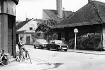 Jeremiášova ulice z Rudolfovské v roce 1989.