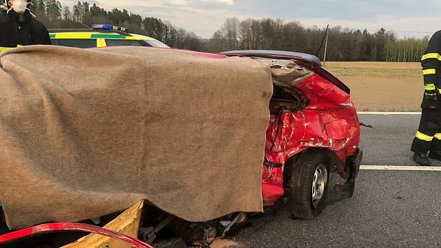 V pátek při střetu dvou aut u Krasejovky zemřela řidička toyoty.