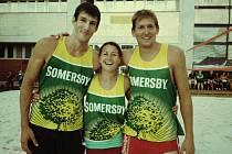 """VÍTĚZOVÉ. Triumfující tým """"Z Panské"""" na IGY Beach Cupu. Evu Zachovou (uprostřed) a Vojtěcha Zacha (vpravo) doplnil Filip Habr (vlevo)."""
