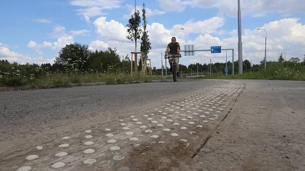 Na cyklostezku mezi budějovickými sídlišti Máj a Vltava se vrátili stavbaři.