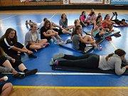 Florbalového kempu v Rožnově se zúčastnilo 45 dětí