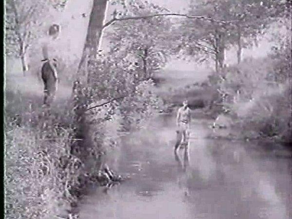 Záběr zfilmu. Mokrou tvář Zbudovských blat vytěžil snímek dokonale.
