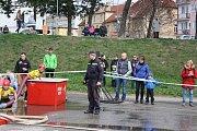 Na náplavce u Dlouhého mostu se hasiči utkali o pohár od primátora Českých Budějovic v první jarní soutěži.