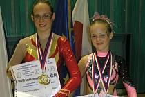 ÚSPĚCHY. Lucie Hanzalíková (vlevo) je mimo jiné držitelkou titulu mistryně republiky v sólovém vystoupení.