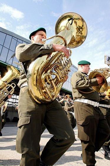 Vojenské hudby zhubnou?