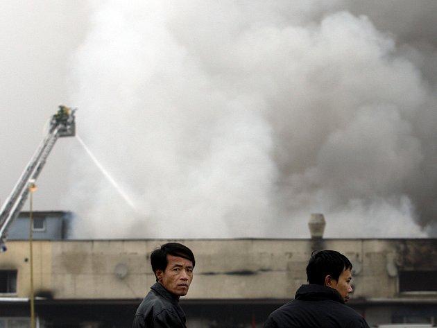 Při požáru v tržnici zasahovalo 55 hasičských jednotek  z celé republiky.
