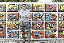 """První """"složitel"""" největšího puzzle na světě."""