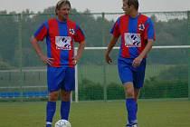 Borovanské opory René Klimeš a Radomil Procházka (zleva) už jistě přemýšlejí o příštím zápase I. B třídy, v němž přivítají doma Ledenice.