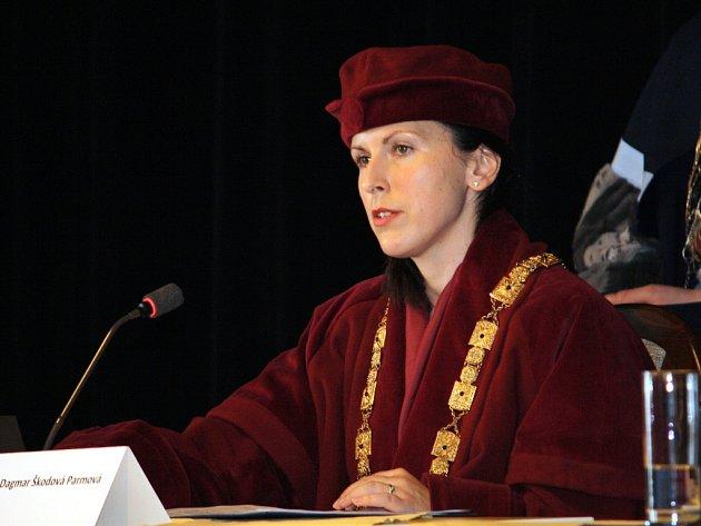 Zklidnění atmosféry okolo hledání nového rektora Jihočeské univerzity si před čtvrtou volbou přeje Dagmar Škodová Parmová.