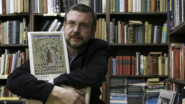 Antikvariát Jiřího Täubera patří k těm, kteří suplují nefungující školní burzy učebnic.