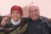 Z velké rodiny mají radost oba manželé Wipplingerovi, Věra a Eduard. V rodinném kruhu oslaví nejen významné výročí svatby, ale i osmdesáté narozeniny Eduarda Wipplingera.