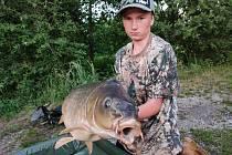 Čtrnáctiletý Filip Kreps ulovil dvacetikilového kapra.