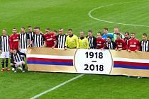 Také před začátkem utkání Dynama v Chrudimi byl slavnostní nástup obou mužstev ke 100. výročí vzniku Československa.