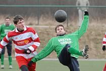 V dalším utkání Zimní ligy Jankov vyhrál nad Č. Krumlovem 2:0 (jankovský Boček bojuje s Kantorem).