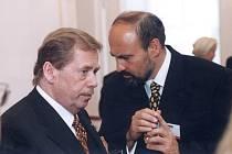 Václav Havel s Tomášem Halíkem.