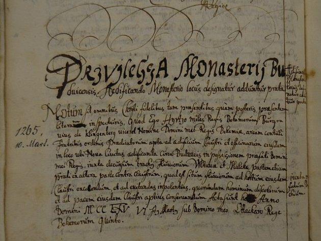 Jeden zopisů listiny z10. března 1265, jejímž prostřednictví lokátor Hirzo předal pravděpodobně dodatečně zdejší staveniště dominikánům.