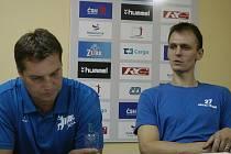 Trenér TJ Jiskra Lázně Třeboň  Vladislav Jordák (vpravo) byl po vítězném utkání s Jičínem  pochopitelně spokojen.