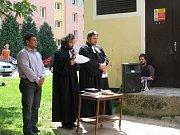 Bohoslužbu ve Volfově ulici sloužili evangeličtí faráři David Nečil a Mikuláš Vymětal. Proslov měl i Zdeňko Žiga. Poklidného shromáždění se zúčastnilo několik desítek lidí.