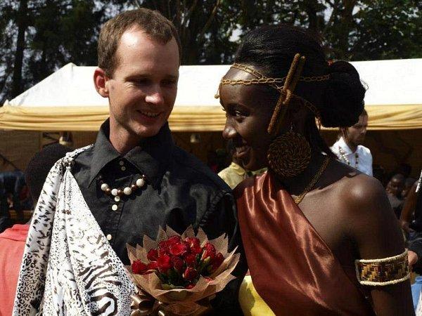 Tradiční africká svatba Dominika a Marléne.