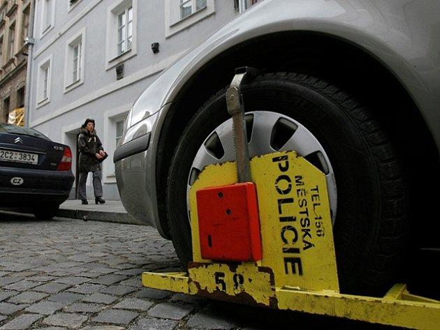 Listopad. Budějovičtí radní oznámili plán na rozšíření placených parkovacích zón ve městě.