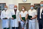 Zdravotnická záchranná služba Jihočeského kraje ocenila osobnosti Nemocnice České Budějovice. Na snímku je oceněný tým budějovické nemocnice.