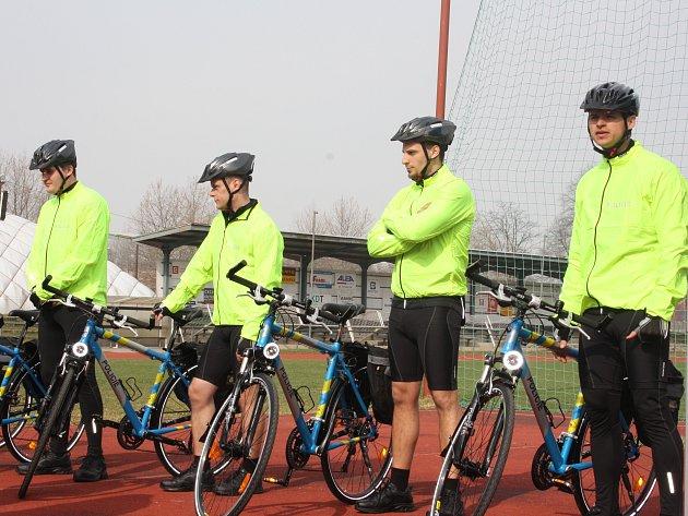 Jihočeští policisté rozšířili svůj vozový park o dvanáct nových bicyklů. Bude na jich jezdit 24 policistů.