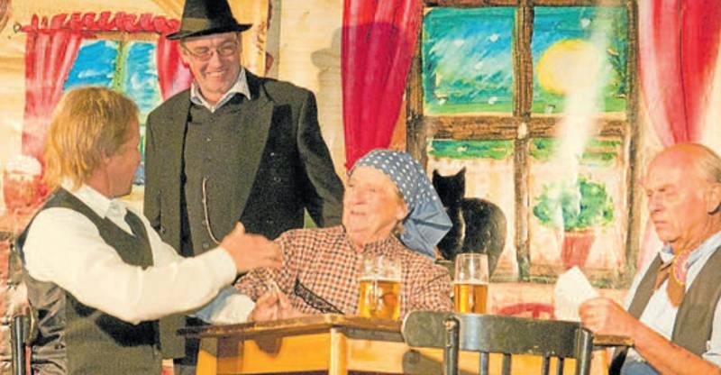 Poslední nevěsta (autor Petr Andrle), s níž ochotníci v roce 2012 obnoviličinnost. Zleva Ladislav Princ, Jiří Šulc, Marie Tarabová a Miloslav Taraba.
