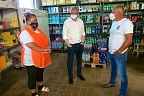 Ministr průmyslu a obchodu Karel Havlíček zavítal v sobotu na jih Čech, aby podpořil malé obchody.