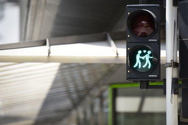Panáčci na semaforech jsou jádrem sporu.