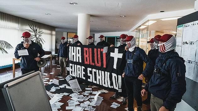 Extrémisté nechtějí památník migrantů.