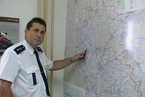 Nadporučík Antonín Ambrůžek (50) je zástupcem vedoucího budějovického dopravního inspektorátu. U dopravní policie pracuje již 27 let. Ve volném čase nejraději sportuje.