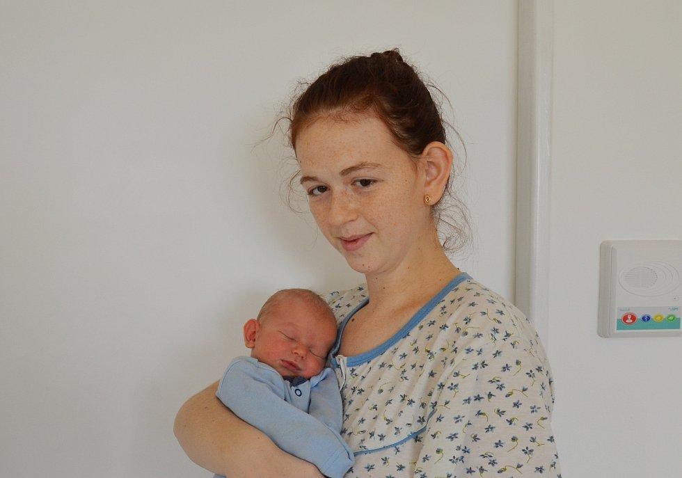 Tadeáš Budín ze Skal. Syn Moniky Zelenkové a Radka Budína se narodil 29. 12. 200 ve 20.29 hodin. Při narození vážil 4150 g a měřil 52 cm. Doma se na brášku těšil Martínek (1).