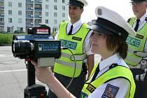 Jestli projde návrh poslanců, aby strážníci městské policie už nemohli řidičům měřit rychlost, tak tato činnost bude plně v kompetenci státní dopravní policie.