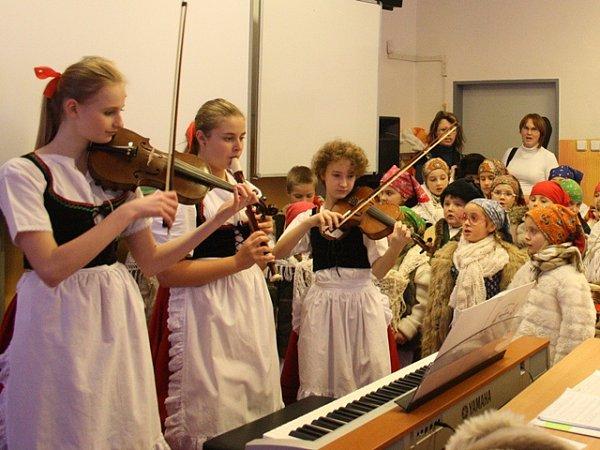 Zpódia bude koledy vČeských Budějovicích předzpívávat soubor Bárováček.