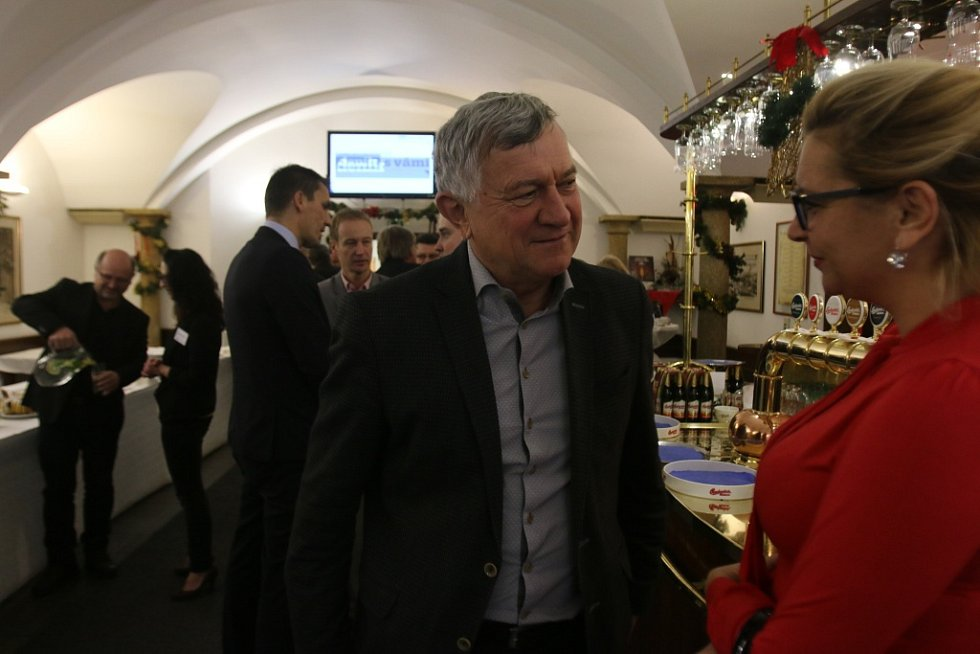 Setkání s hejtmanem Jihočeského kraje. Na snímku generální ředitel českobudějovické Jednoty Jaroslav Froulík a Lenka Vohradníková z Jihočeské hospodářské komory.