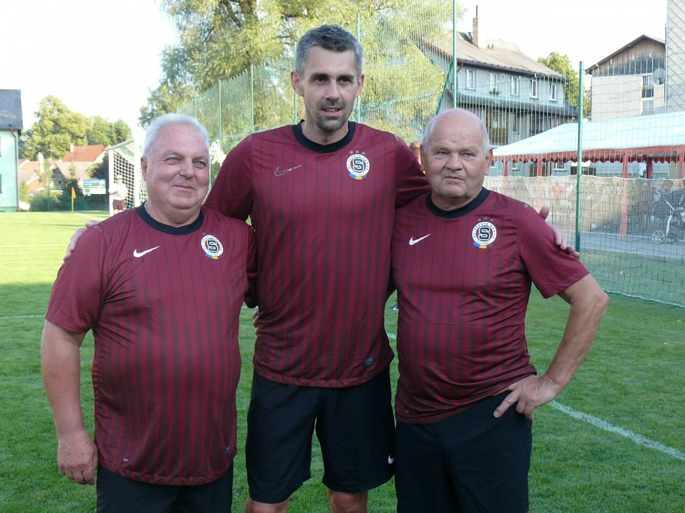 Zleva František Korch, Tomáš Poštulka a Jan Doucha st. Legendy fotbalu v D. Dvořišti si zahrály i za Spartu