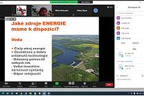 Studenti z Hluboké se zúčastnili online přednášky s temelínským odborníkem.