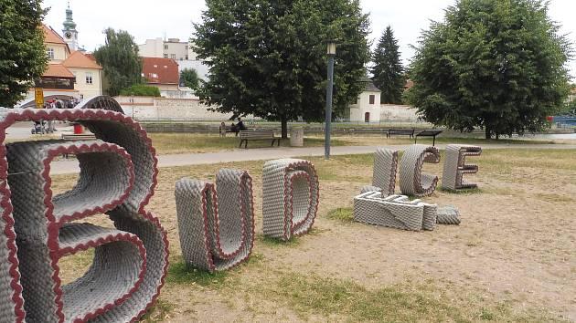 Na Umění ve městě se opět vyřádili vandalové.