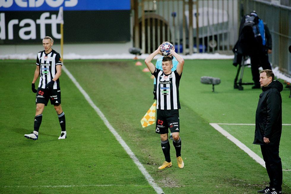 V utkání fotbalové Fortuna ligy hostili v neděli 21. března fotbalisté českobudějovického Dynama (v pruhovaném) pražskou Spartu.