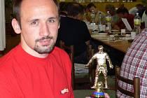 Dvě krásné okresní trofeje pro nejlepšího střelce si Tomáš Kučera vystavil doma nad krbem.