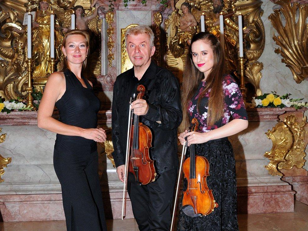 Otec a dcera Jaroslav a Julie Svěcení vystoupili na 2. ročníku festivalu Jihočeské Nové Hrady spolu.
