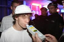 Městští policisté v noci z 6. na 7. listopadu provedli kontrolu na podávání alkoholu mladistvým v českubudějovickém klubu Palm Beach.
