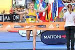 Britský vytrvalec Luke Traynor si běží pro prvenství v sedmém ročníku Mattoni půlmaratonu v Českých Budějovicích.