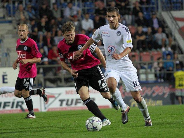 David Horejš v zápase na Slovácku stíhá domácího Pavelku. V pátek večer od 20.15 hodin se Dynamo střetne doma s Plzní.