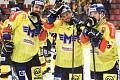 Hokejisté Motoru mohou slavit, vyhráli už šestkrát v řadě. Na snímku se radují zleva Jan Veselý, Radek Prokeš a Vít Christov.,